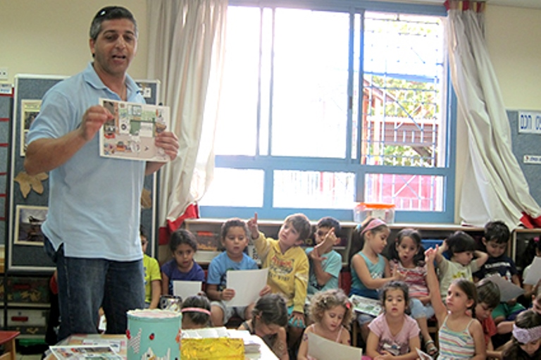 פעילות חינוכית עם הילדים