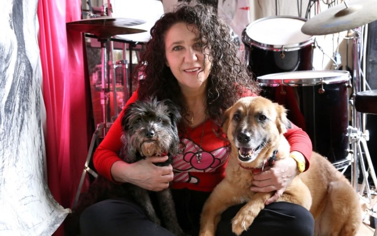 אלונה דניאל עם ניקה וסמיילי