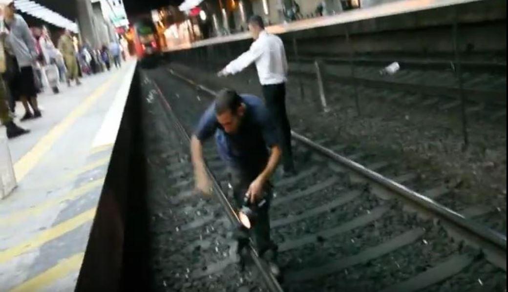 חילוץ חתולה מתחנת רכבת