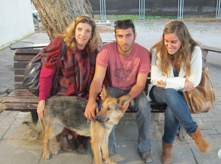 אלכס ומשפחתה החדשה