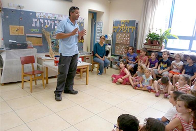 מחלקת החינוך להומאניות בפעילות בגן הילדים