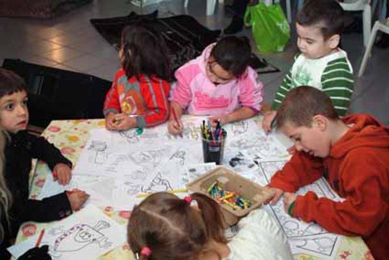 הילדים נהנו מפינת יצירה