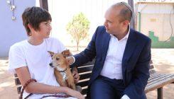 שר החינוך נפתלי בנט מבקר באגודת צער בעלי חיים בישראל