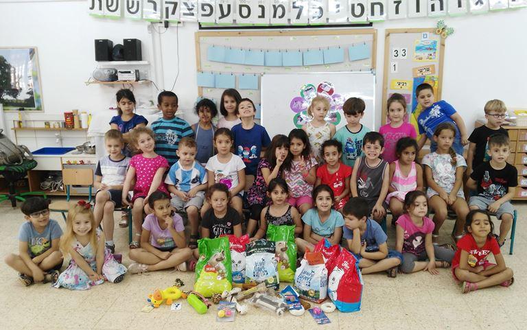 ילדי גן פקאן בפתח תקווה מסייעים לבעלי החיים