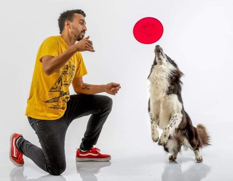 יעקב גדסי וכלבו פאזל. צילום: גבריאלה ליאון