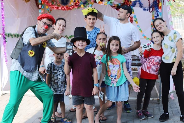 הקוסם מוריס רכס - אגודת צער בעלי חיים בישראל